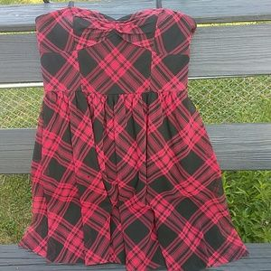 Red and black plaid Betsey Johnson skater 👗 12
